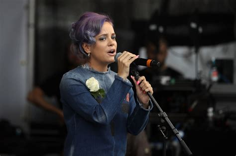 Lily Allen says London cabbie refused to drive her over